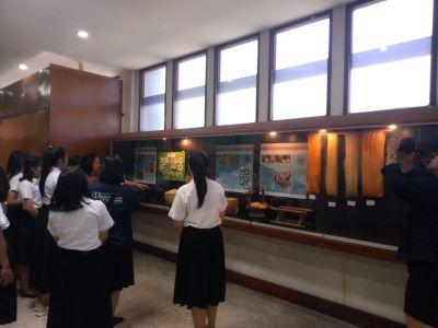 นักศึกษา มหาวิทยาลัยราชภัฏมหาสารคาม เยี่ยมชมนิทรรศการด้านศิลปวัฒนธรรม