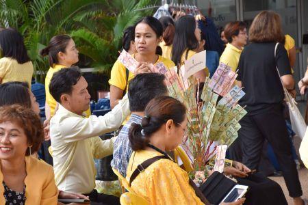 ร่วมถวายต้นเงินและถวายเทียนพรรษาในประเทศกาลวันเข้าพรรษา ประจำปี 2561