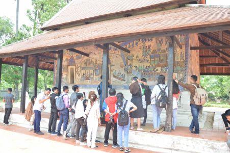 นิสิตมหาวิทยาลัยภูมินทร์พนมเปญ