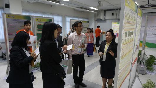 นักวิจัยสถาบันวิจัยศิลปะและวัฒนธรรมอีสาน เข้าร่วมประชุมและนำเสนอผลงาน