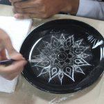 การสร้างสรรค์ผลิตภัณฑ์ผ่านกระบวนการศิลปะลายรวดน้ำ